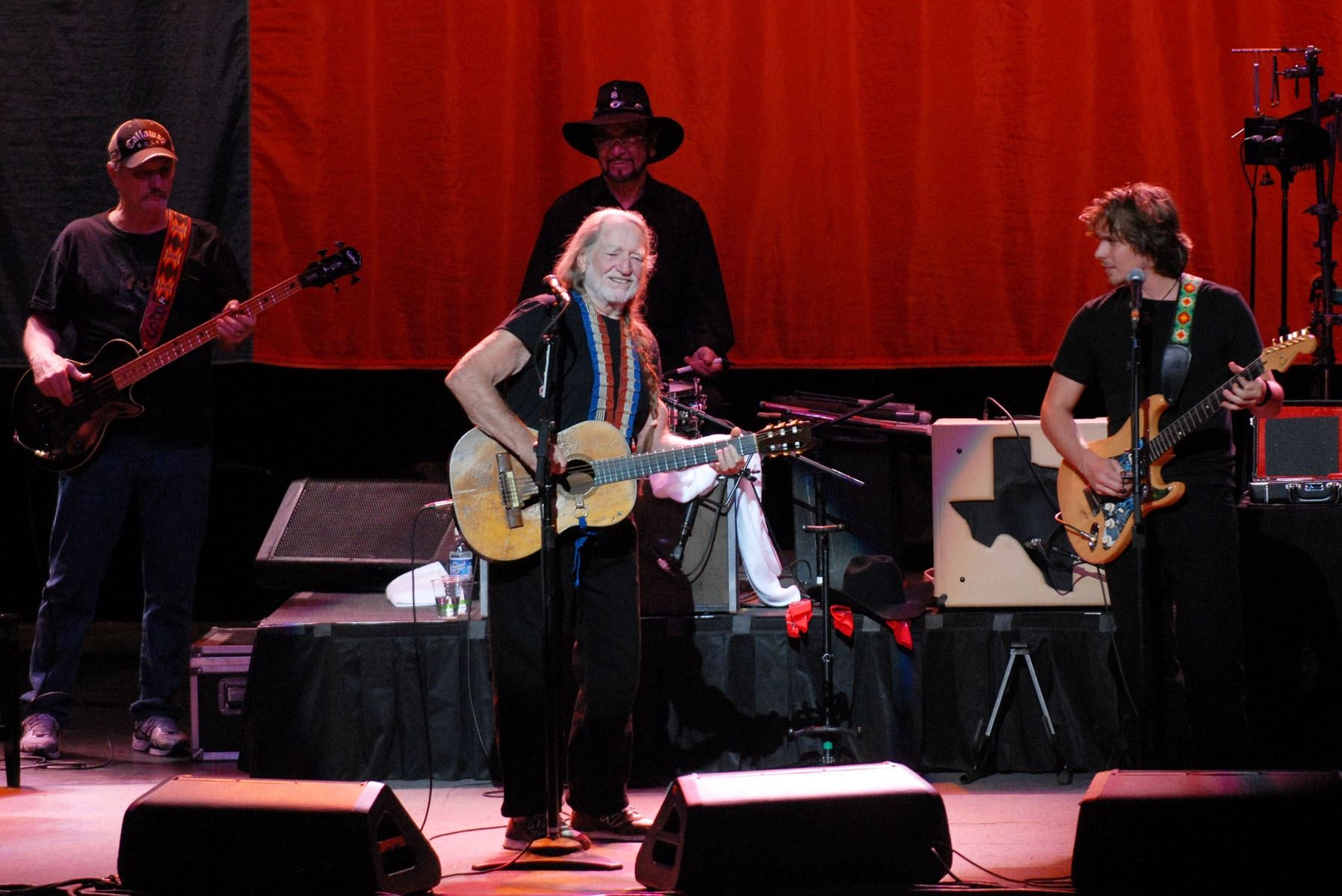 WillieNelson-psresize2-Athens012110